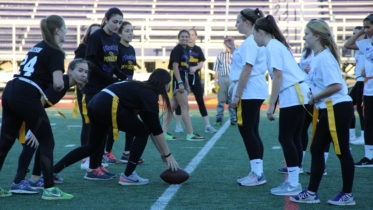 Photo Courtesy of Emily Savitt // Seniors and sophomores played in the PowderPuff championship.